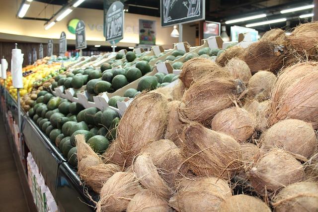 kokosové ořechy v supermarketu